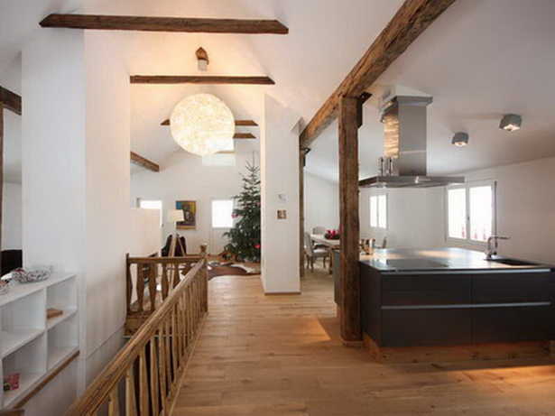 Rustikale Einrichtungsideen : Offene Wohnfläche im Dachgeschoss