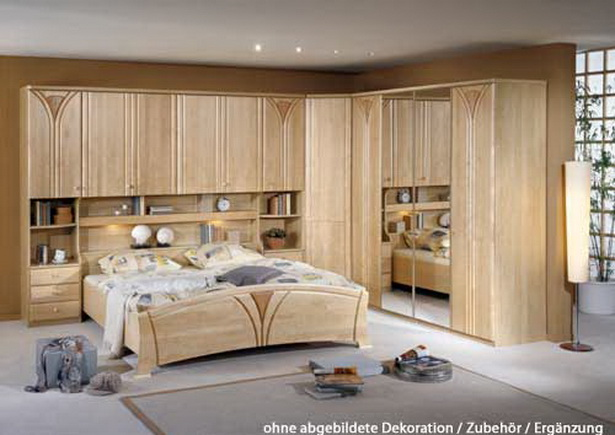 schlafzimmer mit berbau. Black Bedroom Furniture Sets. Home Design Ideas