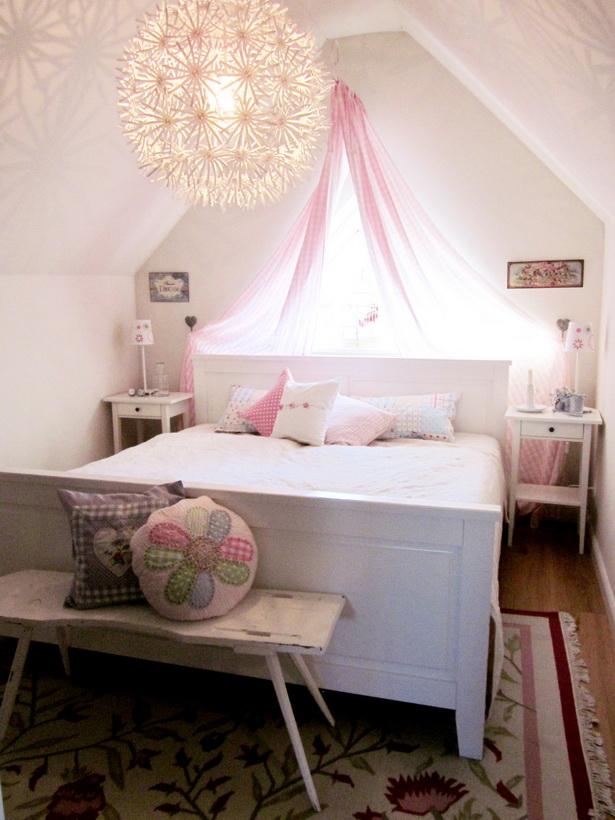 schlafzimmer mit dachschr ge. Black Bedroom Furniture Sets. Home Design Ideas