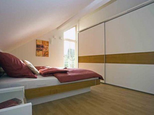 wohnideen schlafzimmer mit schr ge. Black Bedroom Furniture Sets. Home Design Ideas