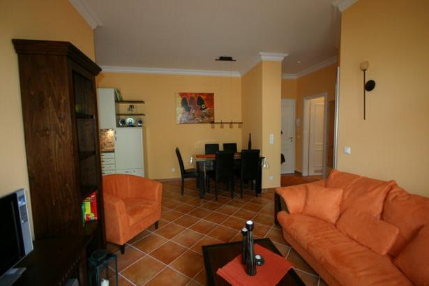 wohnzimmer terracotta farbe zweifarbig. Black Bedroom Furniture Sets. Home Design Ideas