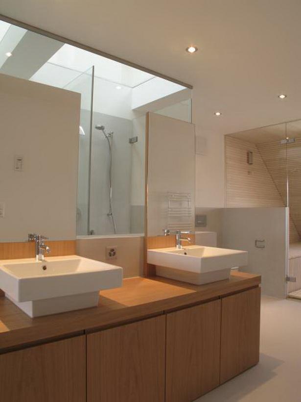 Badezimmer einrichtungen for Zimmer einrichtungen