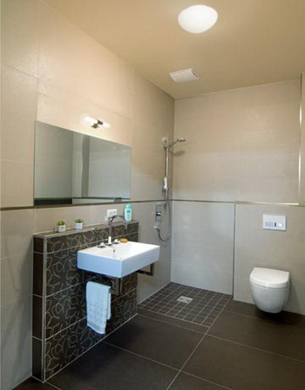 Badezimmer fliesen ausstellung for Muster badezimmer ausstellung