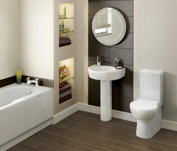 Badezimmer gestaltung badewanne wc waschbecken regale holz bodenbelag