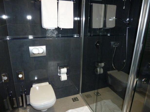 edle badezimmer. Black Bedroom Furniture Sets. Home Design Ideas