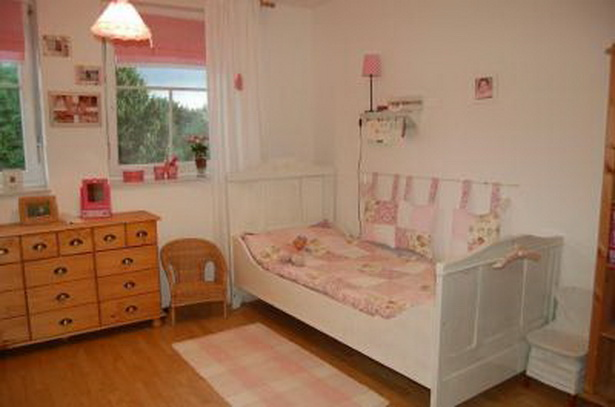 im kinderzimmer. Black Bedroom Furniture Sets. Home Design Ideas