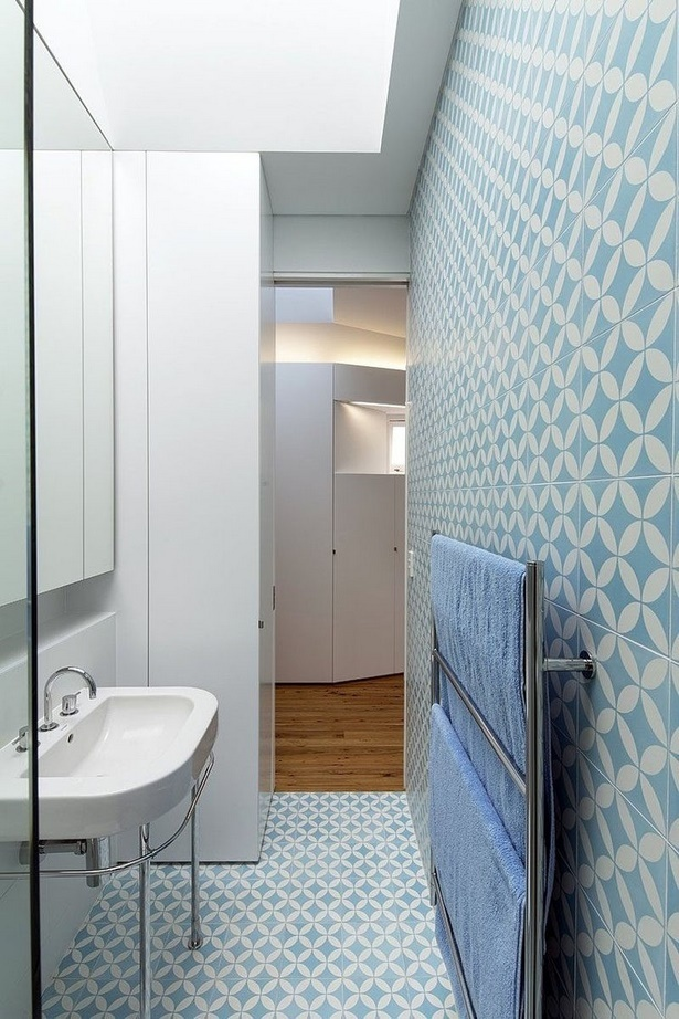 blaue badezimmer fliesen. Black Bedroom Furniture Sets. Home Design Ideas
