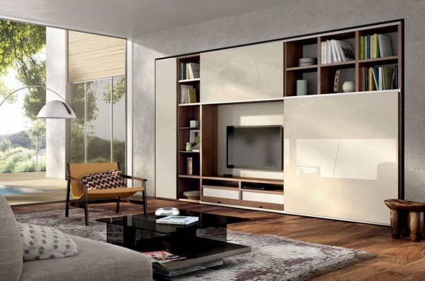 sofa mitten im wohnzimmer. Black Bedroom Furniture Sets. Home Design Ideas