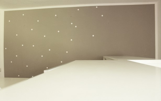 Kinderzimmer farbe wand for Farben wand wirkung
