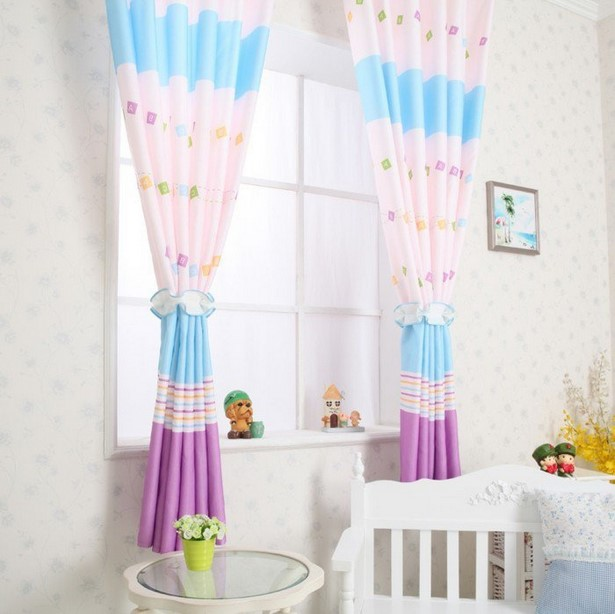 Kinderzimmerfenster gestalten for Kinderzimmer fensterdeko