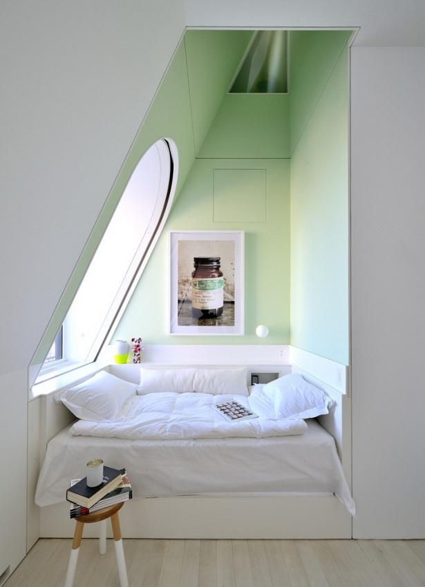Schlafzimmer Dachschräge Fenster Wandgestaltung Mit Farbe Grün Weiß