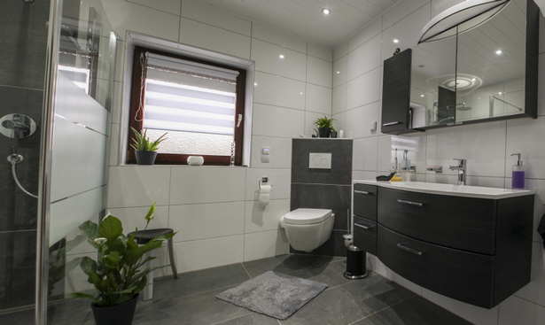 Badgestaltung schwarz wei for Fliesen badgestaltung