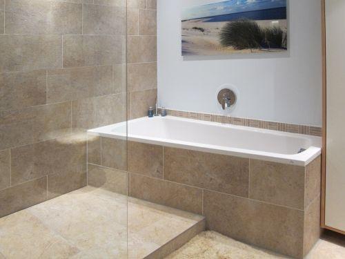 kleines bad mit dusche und badewanne. Black Bedroom Furniture Sets. Home Design Ideas