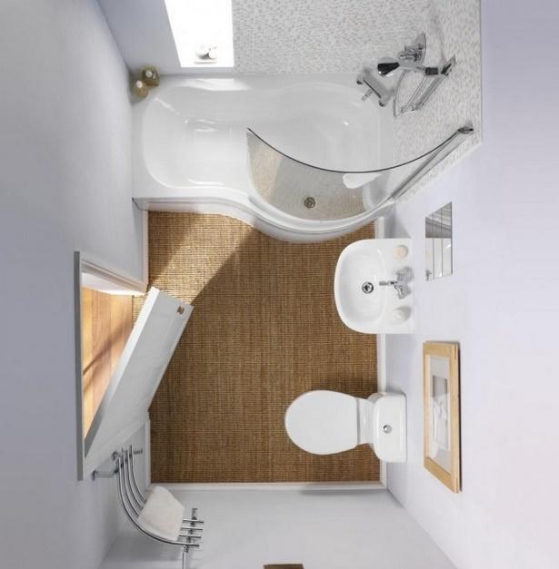 Kleines bad mit wanne und dusche