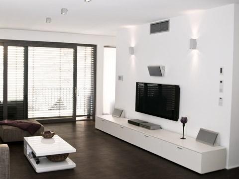 wei e wohnwand dekorieren. Black Bedroom Furniture Sets. Home Design Ideas