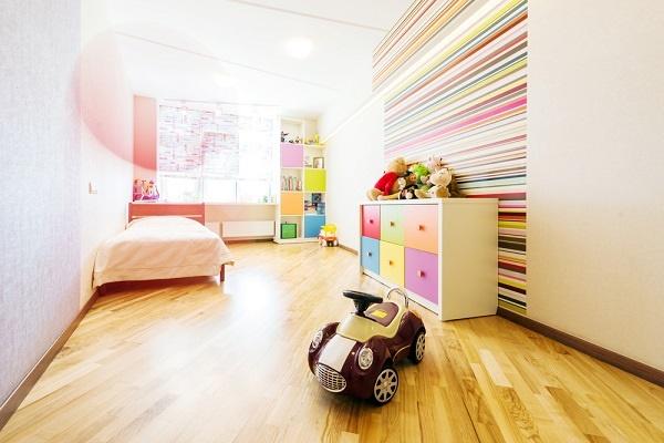 kinderzimmer einfach gestalten. Black Bedroom Furniture Sets. Home Design Ideas