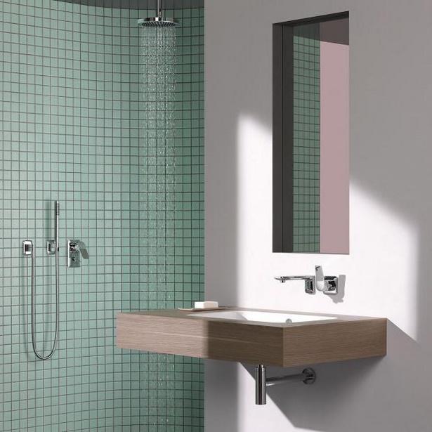 kleines badezimmer mit dusche und badewanne. Black Bedroom Furniture Sets. Home Design Ideas
