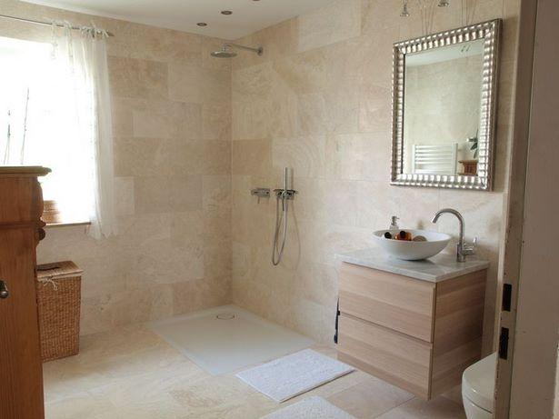 Badezimmer naturstein fliesen for Fliesenspiegel platten