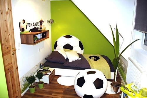 fu ball dekoration kinderzimmer. Black Bedroom Furniture Sets. Home Design Ideas