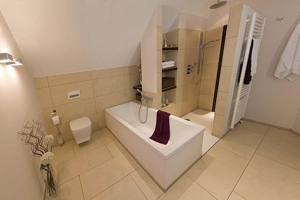Badezimmer Mit Schräge : Badezimmer Dachschrägen Gestalten Beispiele  High Definition Reizend Ländlich Zuhause Design