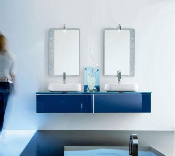 Blaue badezimmermöbel