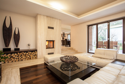 groes und modernes wohnzimmer mit kamin und weiem sofa - Wohnzimmer Design Modern Mit Kamin