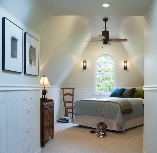 Schlafzimmer dachschr ge gestalten for Doppelbett kleines zimmer