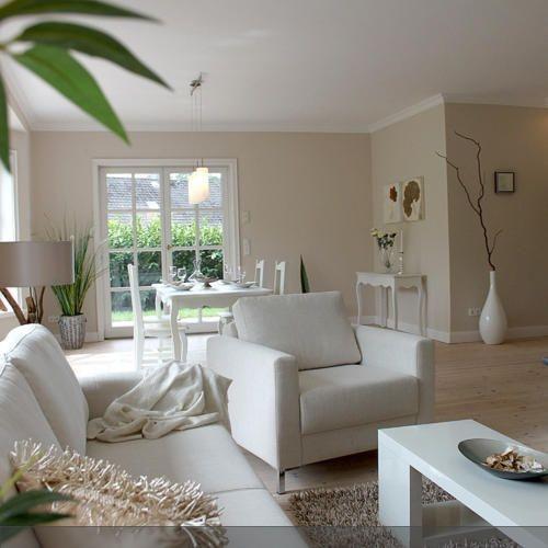 Zartes Beige Mit Holzmöbeln: Gestaltung Wohnzimmer Farbe