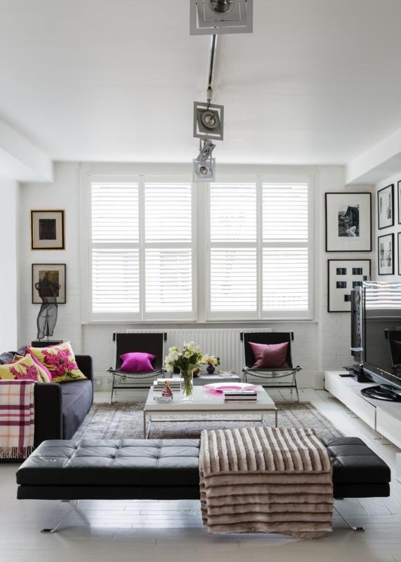 wohnzimmer mit schwarzem sofa. Black Bedroom Furniture Sets. Home Design Ideas