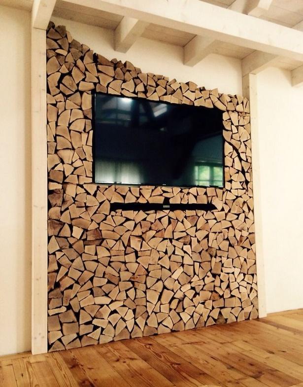 Wohnzimmerwand selbst gestalten - Holzscheiben deko wand ...