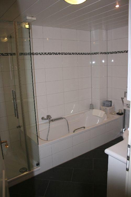 badewanne und dusche nebeneinander. Black Bedroom Furniture Sets. Home Design Ideas