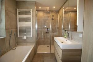Neues badezimmer bilder for Was kostet neues bad