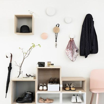 Kleiner flur garderobe for Garderobe platzsparend