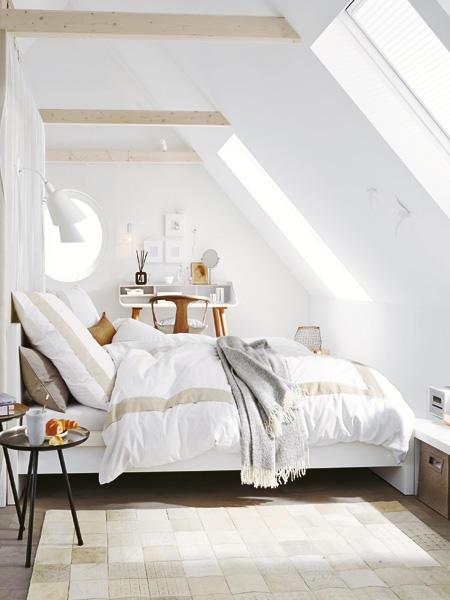 kleines schlafzimmer mit dachschr ge gestalten. Black Bedroom Furniture Sets. Home Design Ideas