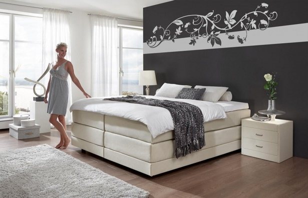 schlafzimmer einrichten graues bett. Black Bedroom Furniture Sets. Home Design Ideas