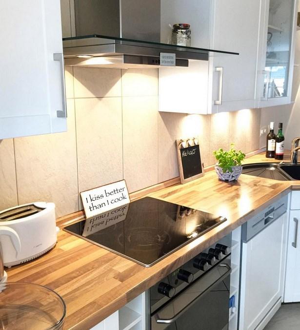 Küche weiß mit holzplatte